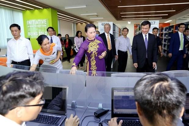 La presidente de l'AN Nguyen Thi Kim Ngan visite l'Universite Ton Duc Thang hinh anh 1