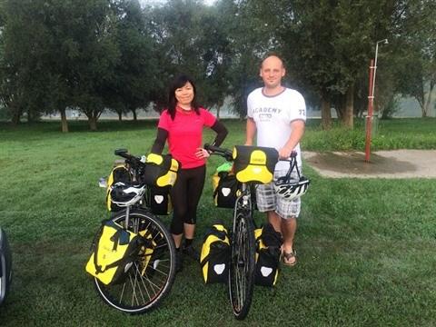 Un couple vietnamo-hongrois et son periple de 11.000 km a velo hinh anh 1