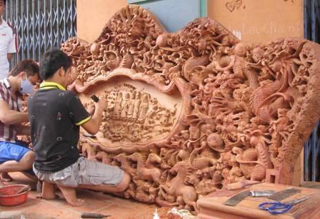 Quand artisanat de meubles d'art rime avec startup au village de Dong Ky hinh anh 2