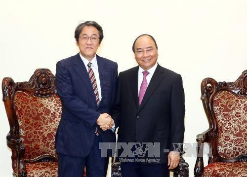 Le PM Nguyen Xuan Phuc salue les liens avec le Japon et la Hongrie hinh anh 1