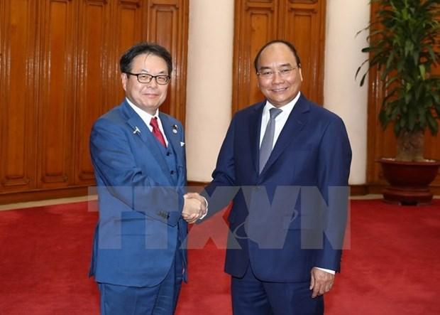 Le PM Nguyen Xuan Phuc recoit le ministre japonais de l'Economie hinh anh 1