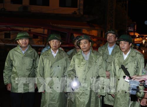 Le PM Nguyen Xuan Phuc dirige le reglement des degats du typhon Doksuri hinh anh 1