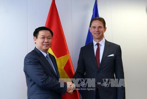 Le vice-PM Vuong Dinh Hue rencontre des dirigeants europeens hinh anh 1