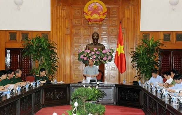 Le PM demande de relever le defi du developpement de l'industrie de la defense hinh anh 1