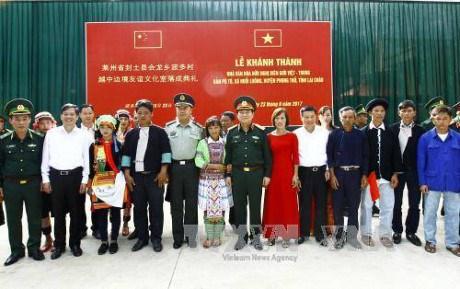 Renforcement des activites d'amitie entre les deux peuples vietnamiens et chinois hinh anh 1