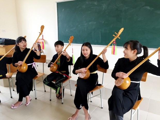 La musique ethnique entre dans des salles de classe a Quang Ninh hinh anh 1