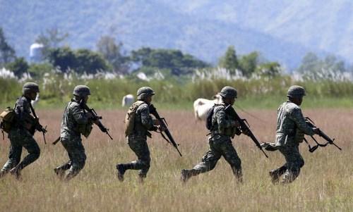 Un exercice americano-philippin de liberation d'otages au nord de Manille hinh anh 1