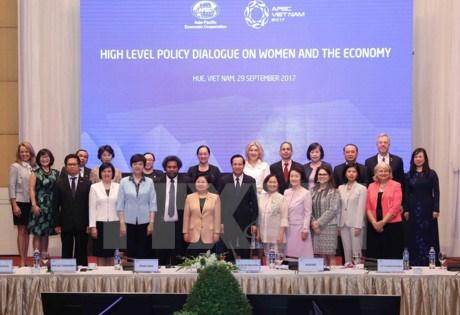 APEC: cloture du Forum des femmes et de l'economie a Hue hinh anh 1