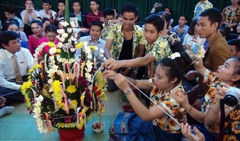 Les etudiants lao experimentent les pratiques culturelles vietnamiennes hinh anh 1