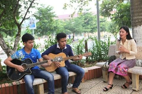Les etudiants lao experimentent les pratiques culturelles vietnamiennes hinh anh 3