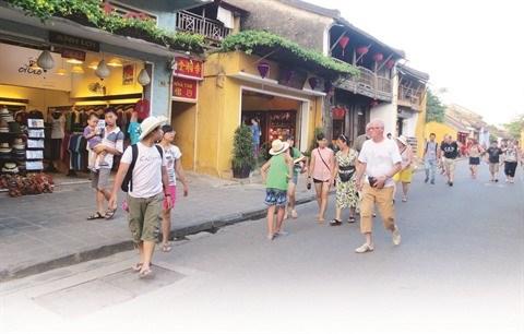 Faire du tourisme un secteur cle de l'economie vietnamienne hinh anh 2