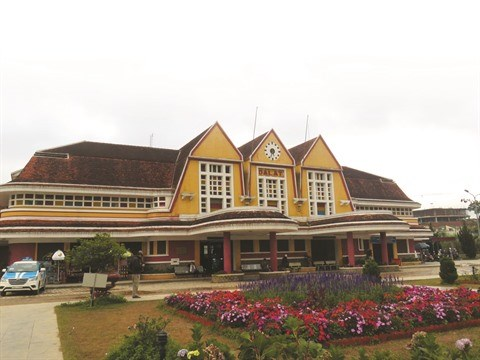 Le tourisme va bon train dans la gare la plus ancienne du Vietnam hinh anh 1