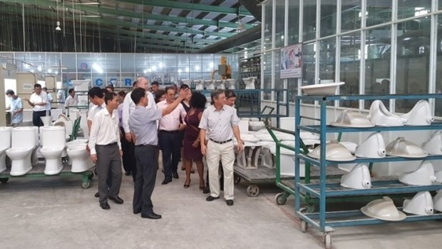 Cuba soutient les projets de Viglacera sur son sol hinh anh 1