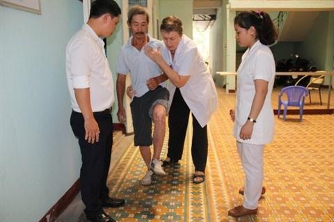 Une doctoresse americaine au grand cœur a Da Nang hinh anh 1