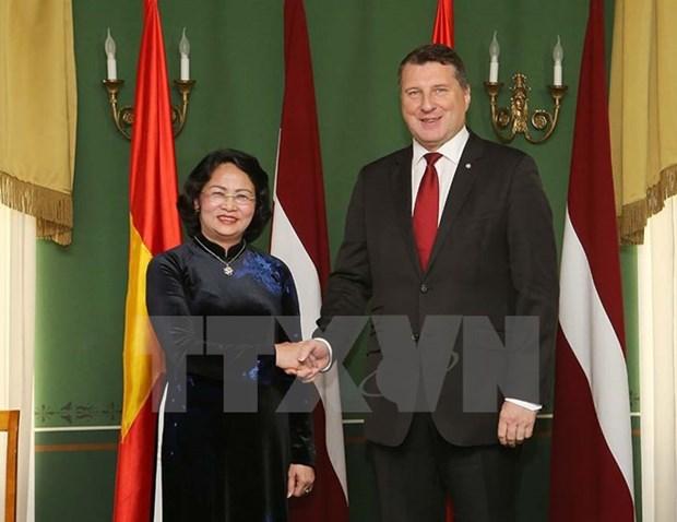 La vice-presidente Dang Thi Ngoc Thinh en visite officielle en Lettonie hinh anh 1