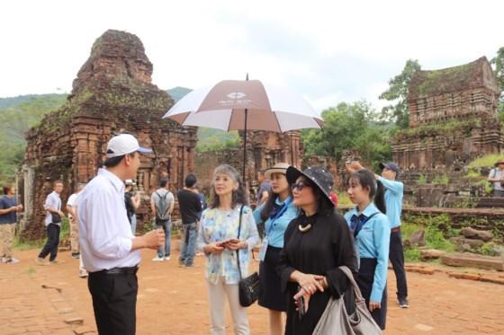 Les epouses des ministres de l'APEC font l'experience du patrimoine de Quang Nam hinh anh 1
