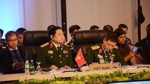 ADMM - ADMM Plus : Les ministres de la Defense conviennent de renforcer leur cooperation hinh anh 1