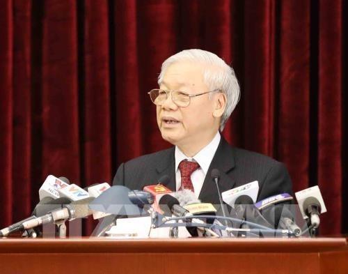 Le leader du PCV signe la promulgation de trois resolutions adoptees par le 6e Plenum hinh anh 1