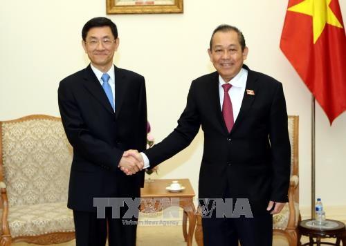 Le vice-PM Truong Hoa Binh recoit un vice-ministre chinois de la Securite de l'Etat hinh anh 1