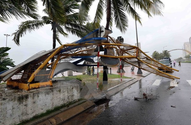 Le typhon Damrey ravage des localites au Centre hinh anh 2
