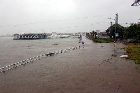 Front de la Patrie du Vietnam : trois milliards de dongs accordes aux sinistres du Centre hinh anh 3