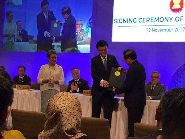 ASEAN signe des accords de libre-echange, d'investissement avec Hong Kong hinh anh 1