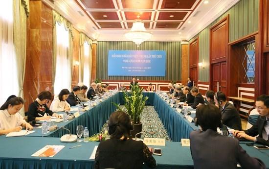 Un officiel du Parti recoit des delegues du Forum populaire Vietnam-Chine hinh anh 1