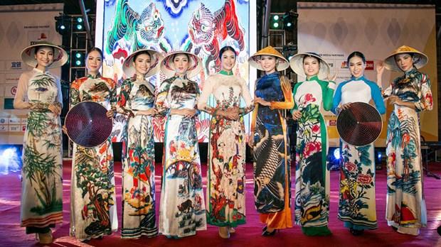 APEC 2017 : Les dirigeants brillent dans la soie vietnamienne hinh anh 3