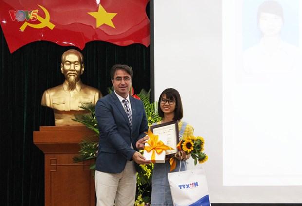 De jeunes reporters en langue de Moliere a l'honneur hinh anh 3