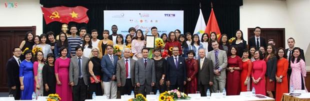 De jeunes reporters en langue de Moliere a l'honneur hinh anh 1