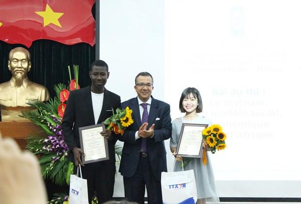 De jeunes reporters en langue de Moliere a l'honneur hinh anh 4