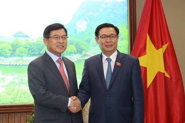 Le vice-Premier ministre Vuong Dinh Hue recoit le dirigeant de Samsung au Vietnam hinh anh 1