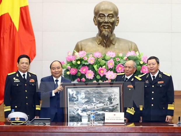 Le PM Nguyen Xuan Phuc rencontre des anciens combattants de la piste Ho Chi Minh en mer hinh anh 1