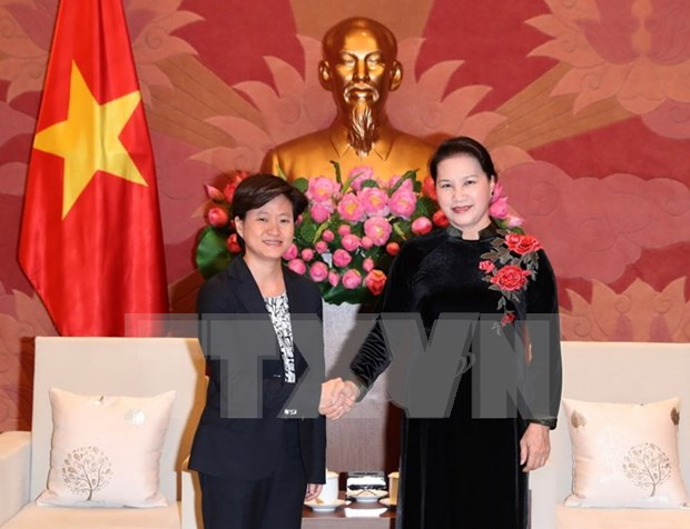 La presidente de l'AN Nguyen Thi Kim Ngan recoit l'ambassadrice de Singapour au Vietnam hinh anh 1