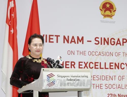 Nguyen Thi Kim Ngan au dialogue d'affaires Vietnam-Singapour hinh anh 1