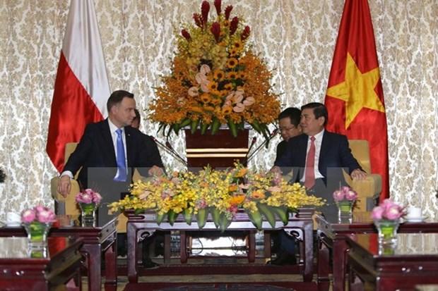 Le president polonais termine sa visite d'Etat au Vietnam hinh anh 1