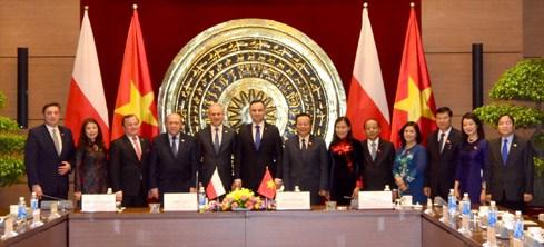 Le president polonais veut impulser les liens multiformes avec le Vietnam hinh anh 1
