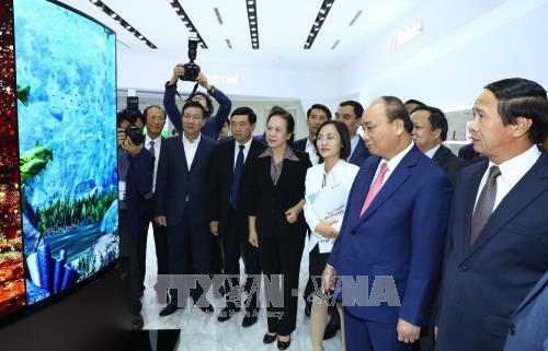 Le PM Nguyen Xuan Phuc affirme les acquis socioeconomiques de 2017 hinh anh 3