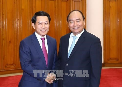 Premier ministre: le Vietnam accorde la priorite aux relations avec le Laos hinh anh 1