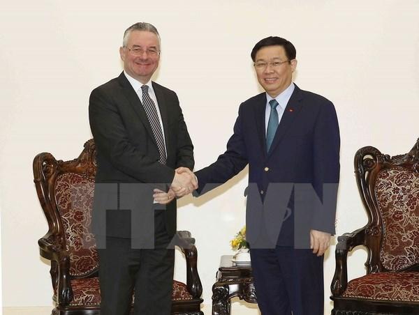 Vuong Dinh Hue recoit un official de la Commission du commerce international du Parlement europeen hinh anh 1