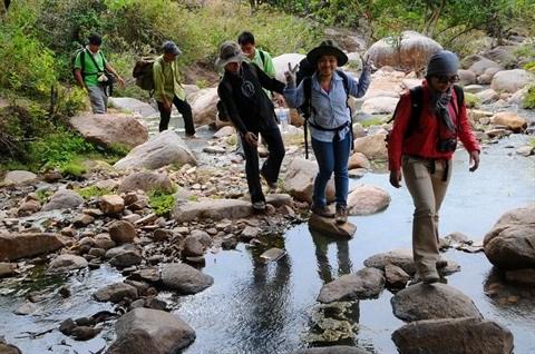 Les jeunes citadins vietnamiens trouvent randonnee a leur pied hinh anh 1