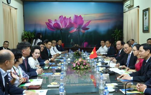 Le PM recoit des investisseurs participant a la conference sur l'investissement a Dong Thap hinh anh 1