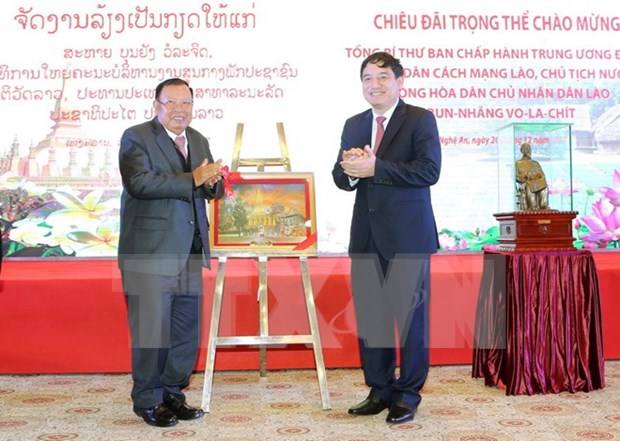 Le president laotien Bounnhang Vorachith se rend a Nghe An hinh anh 2