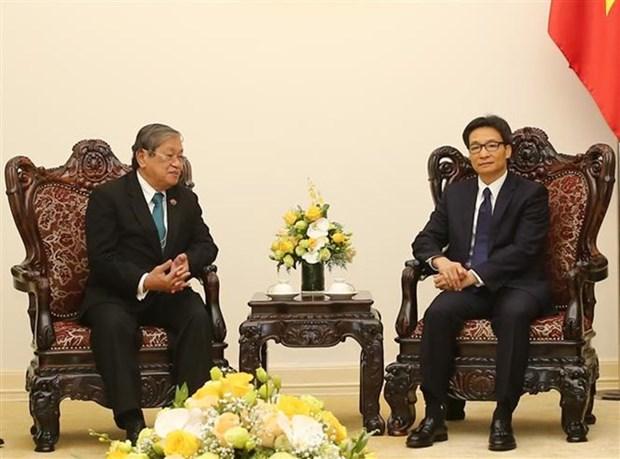 Le vice-PM Vu Duc Dam recoit le ministre cambodgien de l'Information hinh anh 1