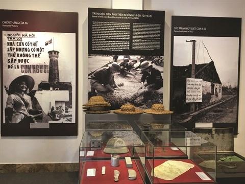 Une exposition retrace la victoire de Hanoi - Dien Bien Phu aerien hinh anh 2