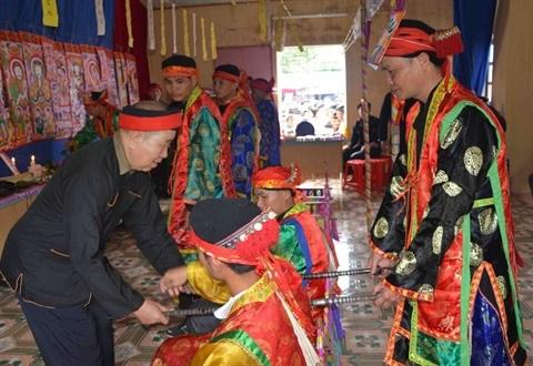 Le cap sac, ceremonie de passage a l'age adulte des Dao, postule a l'UNESCO hinh anh 2