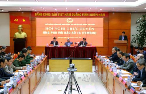 Le Premier ministre Nguyen Xuan Phuc demande de tout faire pour parer au typhon Tembin hinh anh 1