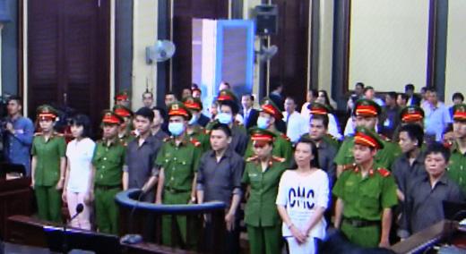 Seize personnes devant la justice pour terrorisme hinh anh 1