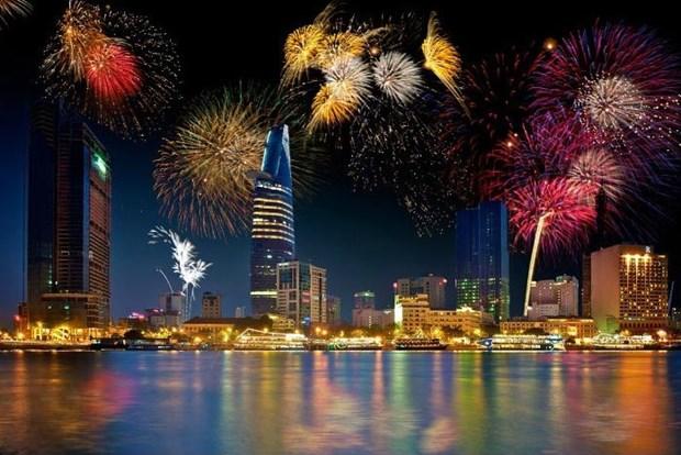 Ho Chi Minh-Ville: feu d'artifice au parc culturel de Dam Sen pour le Nouvel An 2018 hinh anh 1