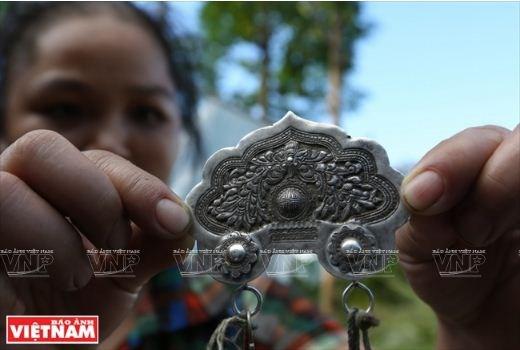 L'orfevre qui se fait une place dans la montagne de Po Ly Ngai hinh anh 2